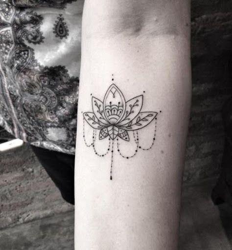 Flor de lótus de Jóias com Tatuagem                                                                                                                                                                                 Mais