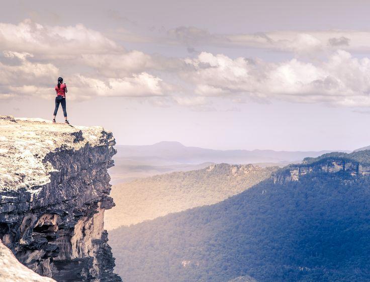 Solo un pequeño paso te separa de cumplir un sueño. No te lo pienses y ¡SALTA! Con nuestra ayuda todo será más fácil y podrás vivir la gran aventura de tu vida, #australia te espera.   📍🗺 Lincoln's Rock, Wentworth Falls, Australia  #viajar #estudiar #vivir #australia #Australia #experiencia #YOLO #inglés #inspiración #motivación #atrévete #lincolnsrock