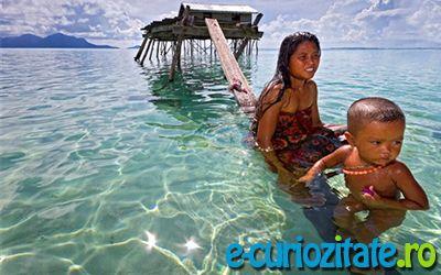 Oamenii Marilor Populatia Bajau este cunoscuta inca din cele mai vechi timpuri ca fiind o populatie nomada ce traieste in apropierea arhipelagului Filipine. Majoritatea timpului si-o petrec in largul marii, scufundandu-se pentru a-si procura hrana. Pescuitul se face rudimentar fara nici un fel de echipament modern, exceptia o fac decat o pereche de ochelari din…citeste mai departe: http://e-curiozitate.ro/oamenii-marilor/