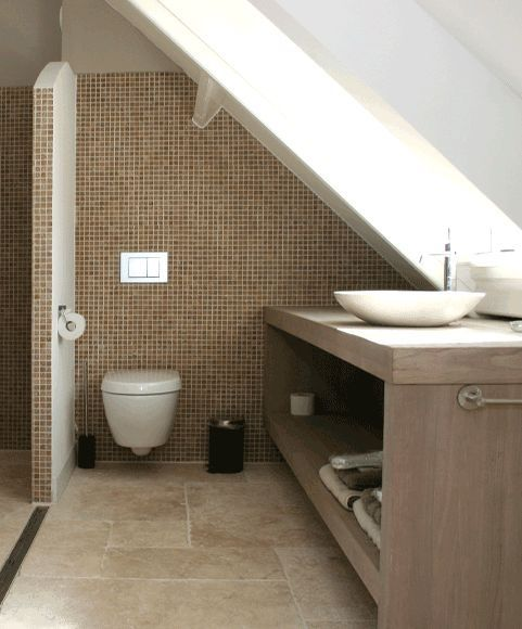 Meer dan 1000 idee n over kleine slaapkamer op zolder op pinterest kleine zolders slaapkamers - Welke vloer voor een badkamer ...