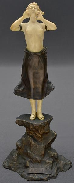 Dominique Alonzo (1912-1926). Escultura francesa de bronze e marfim representando figura de mulher gritando com as mãos ao lado da boca. Alt. 26 cm. Base R$5.000,00. Jul16