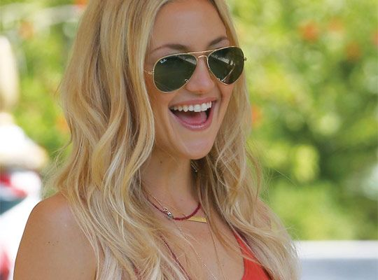 3d392a408f8f36 WIRED » Kate Hudson lights up in classic, thin-rimmed Ray-Ban RB 3025  aviators from Luxottica.   Hall of Frames   Eyewear, Celebrities with  glasses, Ray ...