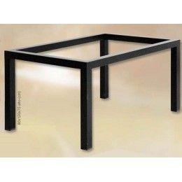 Mesa de forja sencilla de estilo moderno, con patas cuadradas y medidas de 120x80x75 cm. de alto, aunque se puede fabricar a medida \(consultar precios para otras medidas\). No está incluida la tapa de cristal.