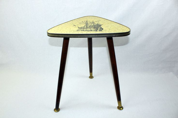 Vintage small triangular table from the 1950's - Santa Maria
