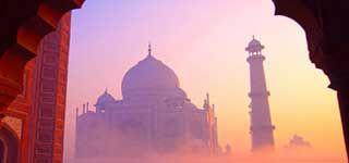 Maharajas' Express Presidencial Suíte 'é uma palacio sobre rodas verdadeiramente Trem na Índia, oferece fusão de grandeza passada era príncipe indiano e experiência das normas internacionais de vida luxuoso de hoje.  For more info plz visit: http://br.the-maharajas.com/maharajas-express-train-presidential-suite.html