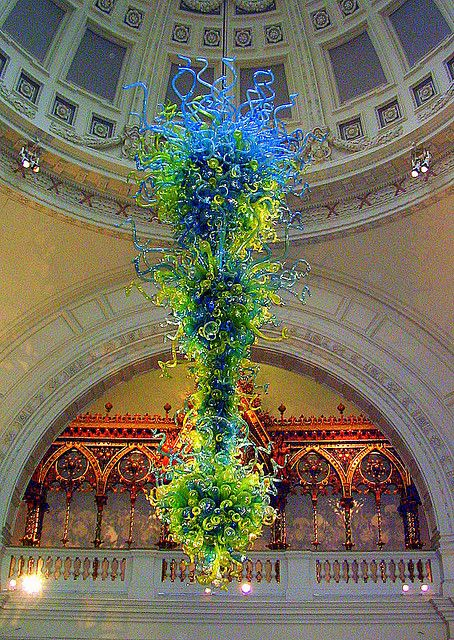 London: Chihuly Chandelier at Victoria and Albert Museum - United Kingdom.