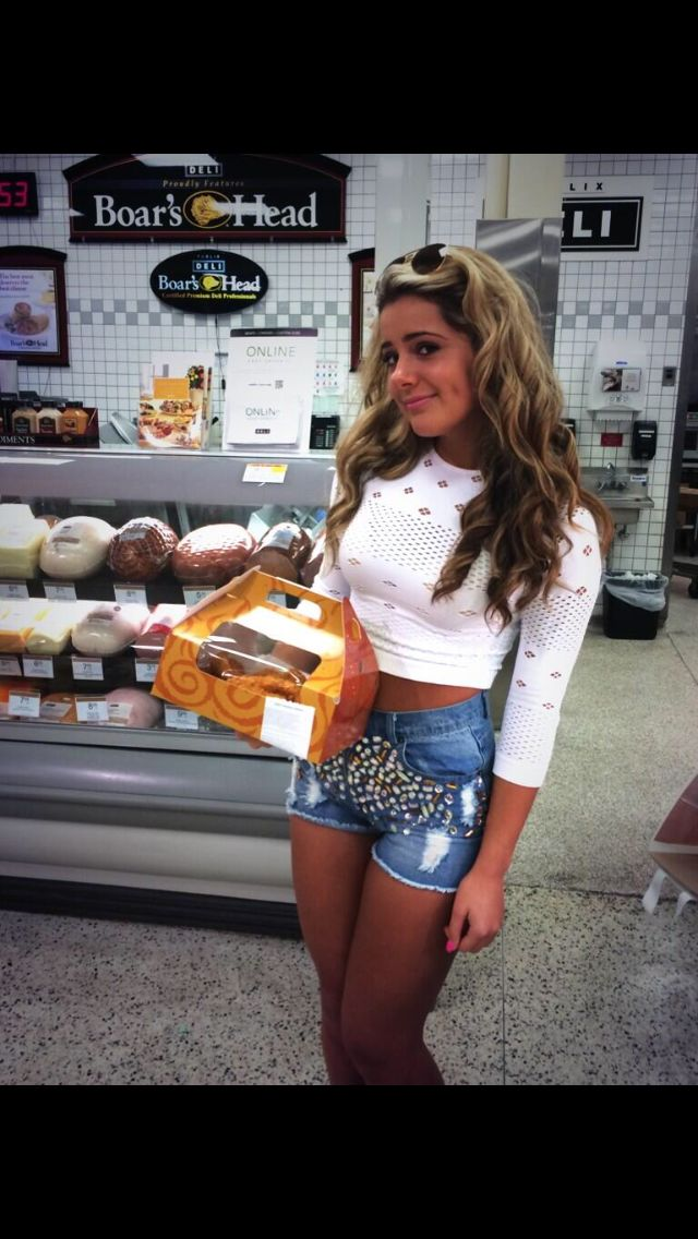 Brielle Biermann. Love her outfit she is so beautiful.