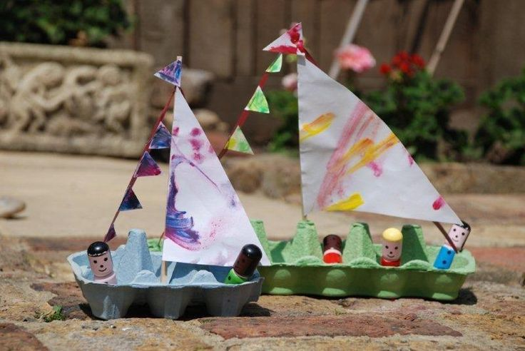 Easy egg carton boats.  She used a chopstick for the mast and curling ribbon to secure to both ends (poke holes and tie ribbon underneath)  Cut out a sail from your child's artwork.  From Lifeatthezoo.
