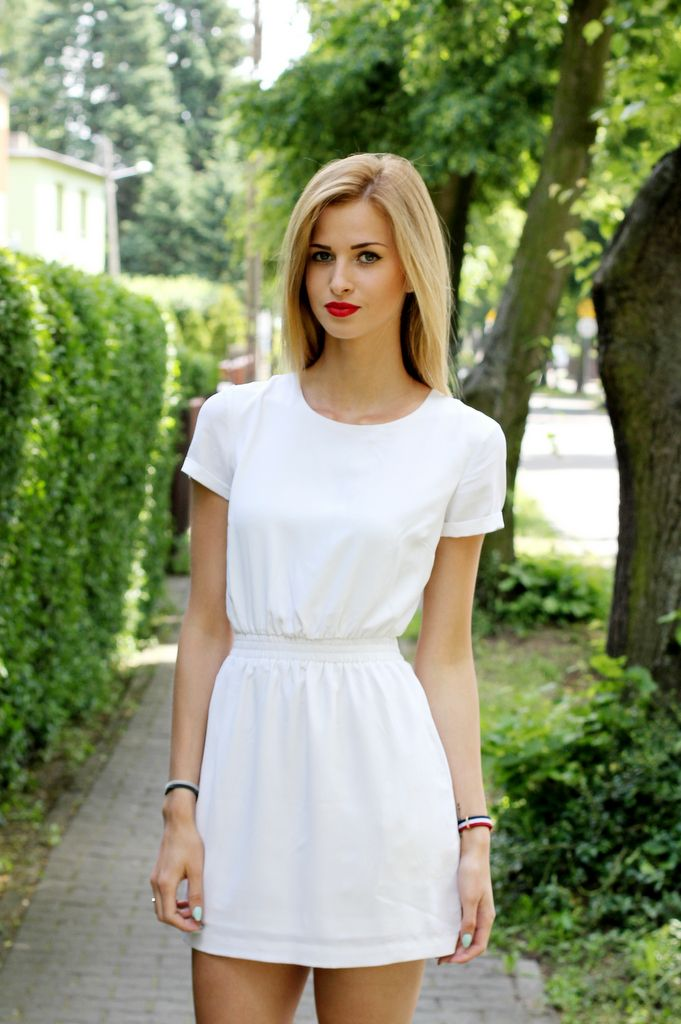 Fashion blogger Paula Jagodzińska from Beauty.Fashion.Shopping for Mulier Store wearing Daniel Wellington's THE CLASSY CAMBRIDGE watch