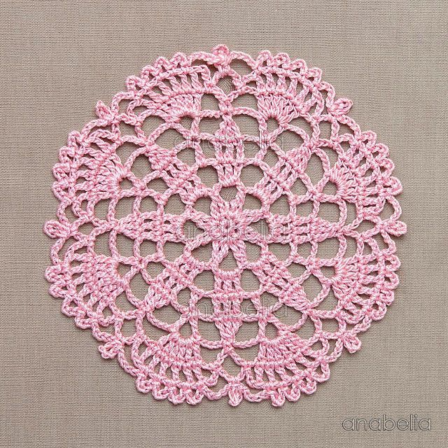 Crochet lace motifs in pink and white, free patterns