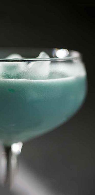 Lækker Blue Velvet drink med en skøn blå farve vil sætte gang i studenter festen.#inspiration #InspirationOnline #Student #Studentergaven #TilStudenten