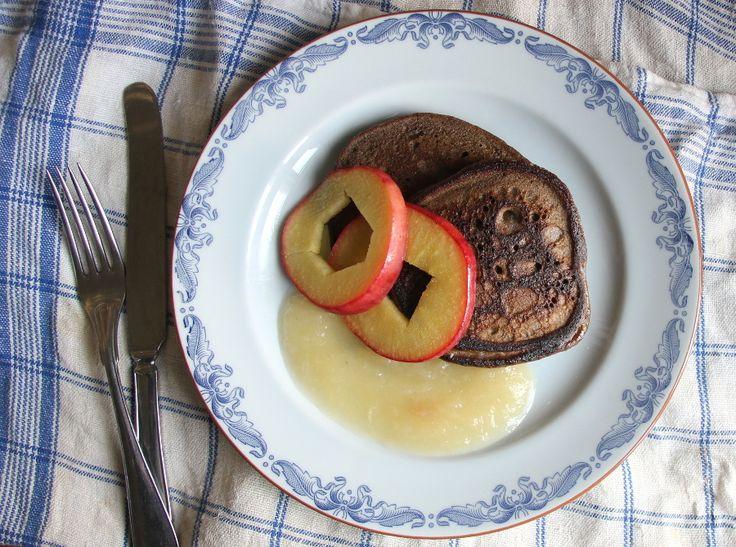 Kanelpannkakor med stekta äpplen