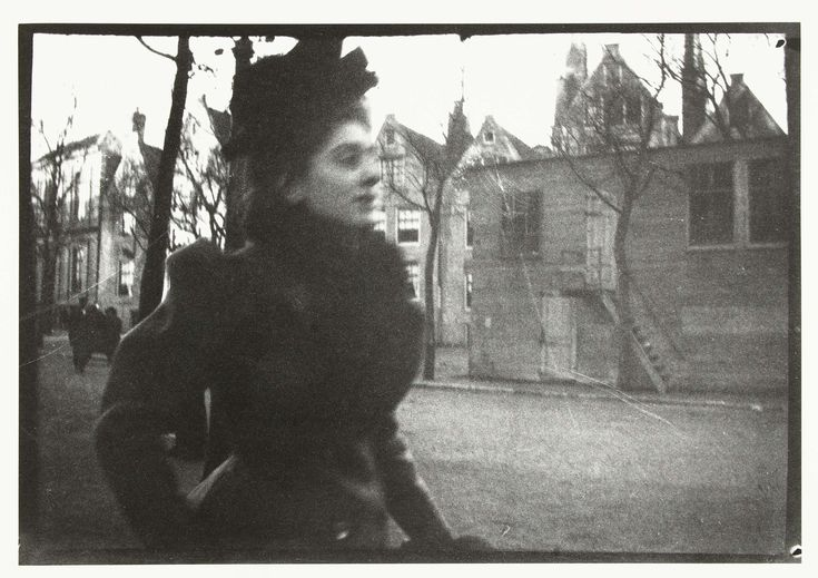 Portret van een vrouw op het Spui in Amsterdam, George Hendrik Breitner, Harm…