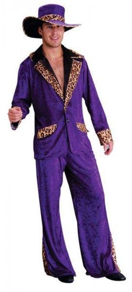 <p>Einmal einen auf ' dicke Hose machen ' mit diesem absoluten Checker - Outfit.<br>So laufen die wahren Pimps durch die Gegend!</p> <p>Farbe: lila / schwarz / beige - braun in Samtoptik<br><br>verfügbare Größen: M/L (Universalgröße), XL, XXL, XXXL<br><br>Material: 100% Polyester<br><br>Lieferumfang: 1 Jacke, 1 Hose, 1 Hut</p>