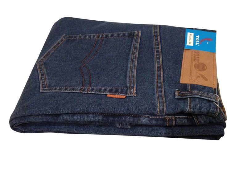"""Мужские джинсы TOLL для ценителей настоящей классики. Прямой крой и плотный деним, который не теряет цвет при многочисленных стирках. Джинсы механически обработаны на заводе по технологии """"Sanforization"""" - механическая обработка ткани для предотвращения ее усадки."""