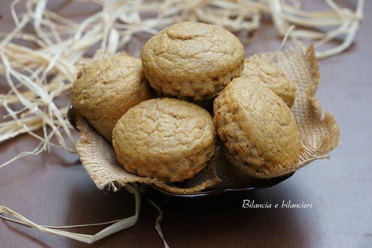Muffin al mango e banana per appagare la voglia di sperimentare un dolce light, senza latte e derivati, dal gusto esotico.