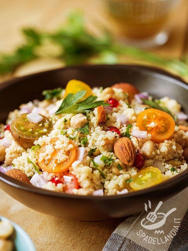 Couscous with Chickpeas - Il Couscous di ceci è un piatto salutare e gustoso che apporta importanti sostanze nutrienti senza appesantire l'organismo. E soddisfando il palato! #couscousdiceci