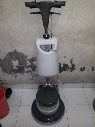 mesin polisher lantai second Krisbow spesifikasi : Power : 1200 Watt Diameter : 17 Inch Speed : 175 Rpm Weight : 50 Kg Cable : 11 M Including : Main body,pad holder,water tank Country : Italy Garansi 1 tahun Harga 3,8 Juta BARU / SECOUND (087783931841)