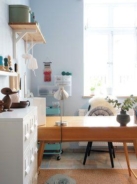 Aufgeräumt. #solebich #einrichtung #interior #arbeitszimmer #büro #homeoffice #office #wandfarbe #blau #blue Foto: phthaloblau
