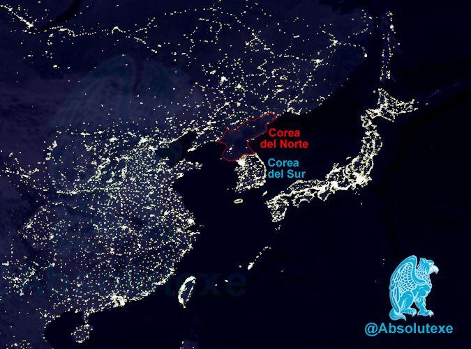 Las Dos Coreas de Noche!!  (Foto 2012)   En los 70 eran prácticamente iguales!!   http://yfrog.com/0d9btp