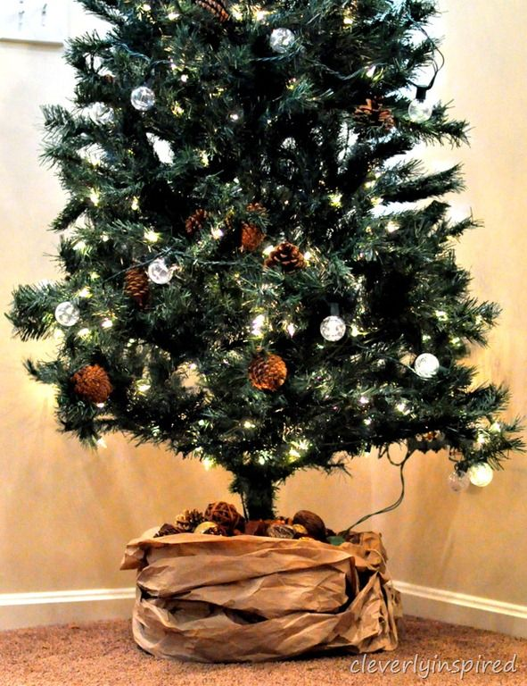 Http Cleverlyinspired Com 2012 11 Kraft Paper Tree Skirt Paper Tree Christmas Tree Decorations Kraft Paper