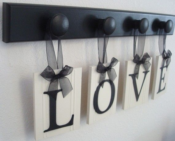 HousewarmingHouse Decor Crafts, Diy Black House Decor, Bathroom Crafts, Red And Black Bedrooms Ideas, Black Kitchens Decor, Diy Black And White Bedrooms, Red House Decor, Black Ribbons, Decor Hooks