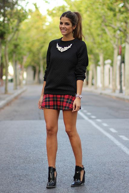 trendy_taste-look-outfit-street_style-zara-AW13-plaid_skirt-falda_cuadros-tartan-black_sandals-sandalias_negras-charol-black_top-top_negro-12 by Trendy Taste, via Flickr