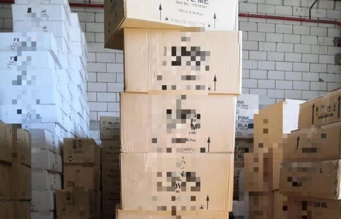 التجارة تصادر 17 ألف علبة عطر مقلد في جدة Pink Ink Jenga