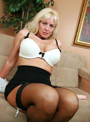 Hot yangest gallery sex
