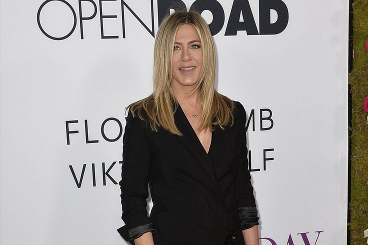 Jennifer Aniston is Pregnant: Star Steps Out in Loose Dress Following Baby News