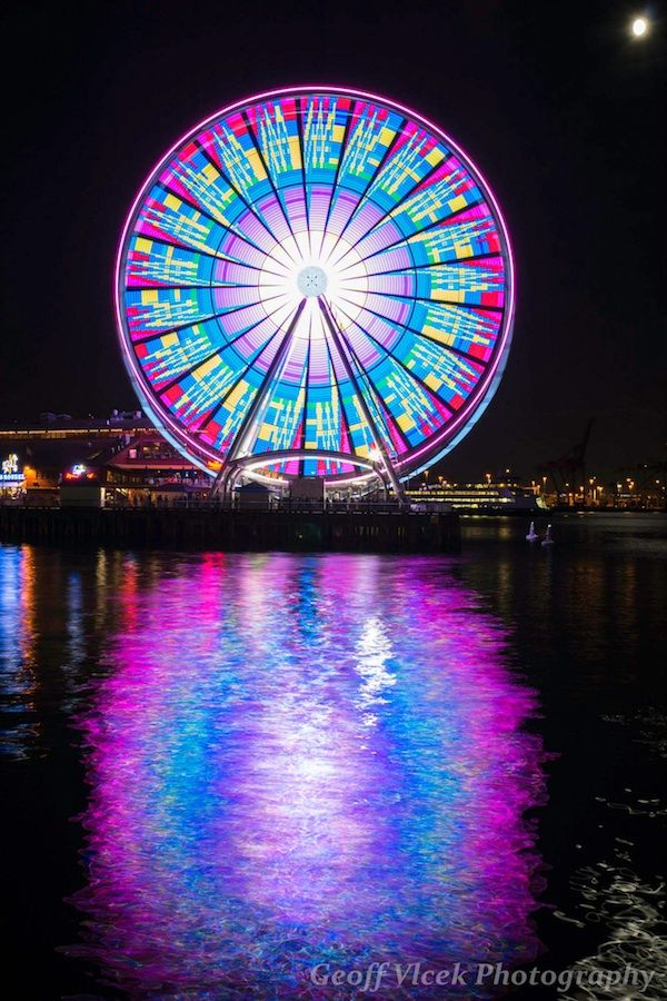 Mesmerizing Long Exposures of Seattle's Giant Ferris Wheel - My Modern Metropolis
