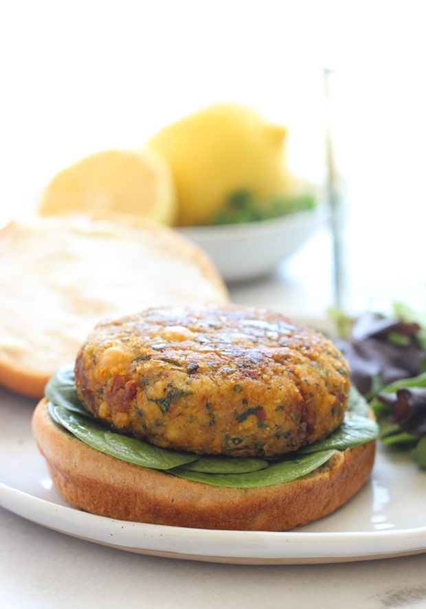 Mediterranean Chickpea Burgers- bursting with flavor from sundried tomatoes, lemon and spinach! #plantprotein #cleaneating