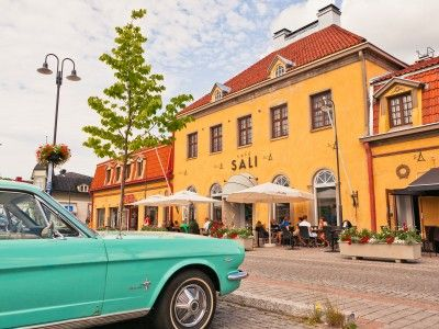 In the heart of Old Rauma is the recently restored market square, where the locals like to relax. There are many shops, cafés and restaurants in the town and Café Sali is one of the quaint little shops surrounding the square.