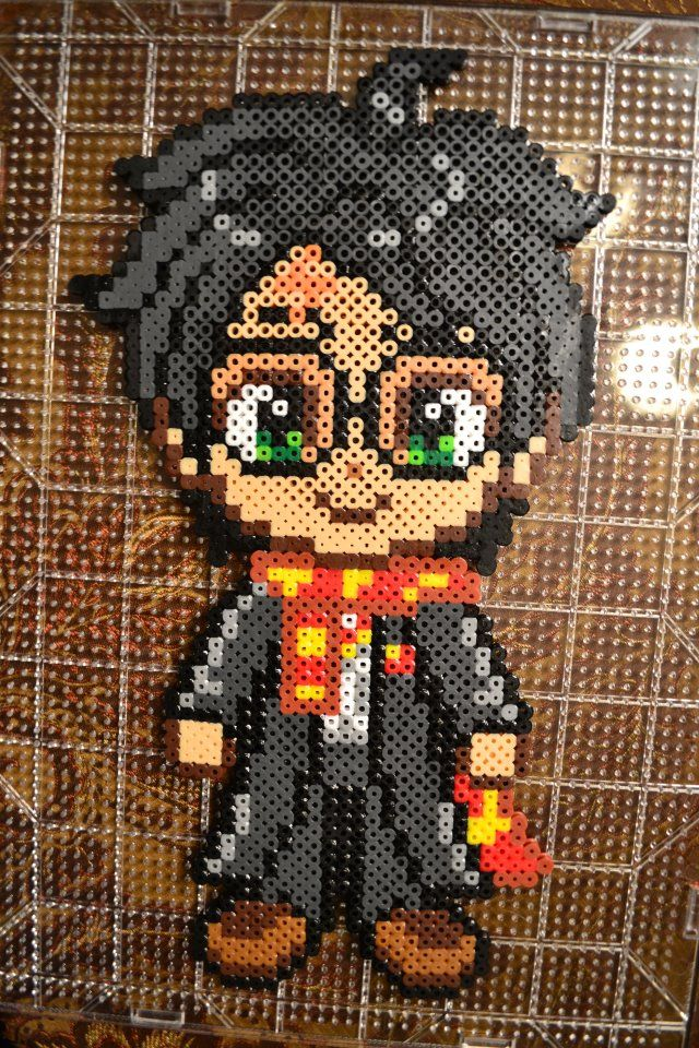 Perler bead Harry Potter done by my daughter <3 - by Claudia Rocha