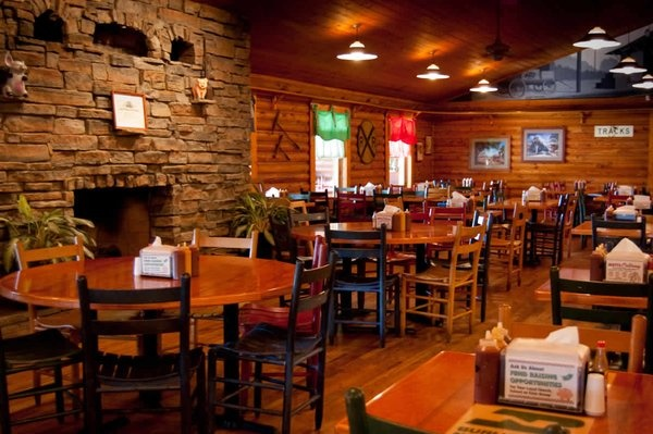 DreamDecorDesign.com <3 Mutts BBQ | Greer, SC | Daily Buffet | Dinner by the Fire