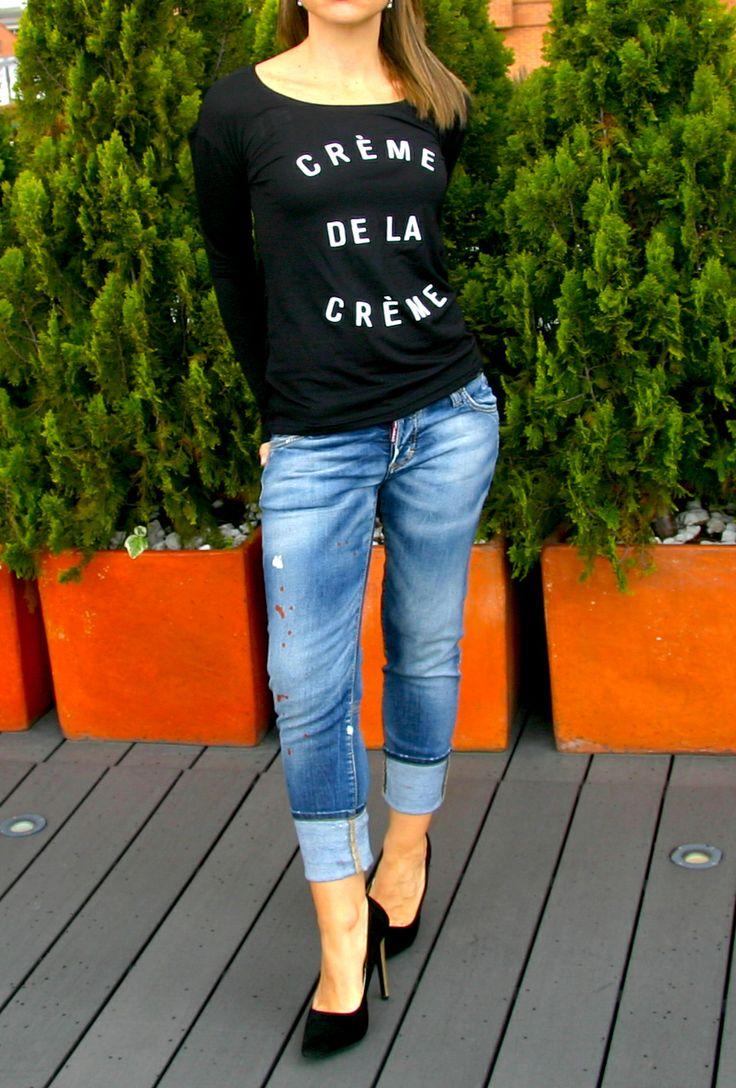 Blusa CREME DE LA CREME negra. blouse, top, tshirt, black, white text, blue jeans, black shoes, outfit, cool, fancy.  @R T  39.000