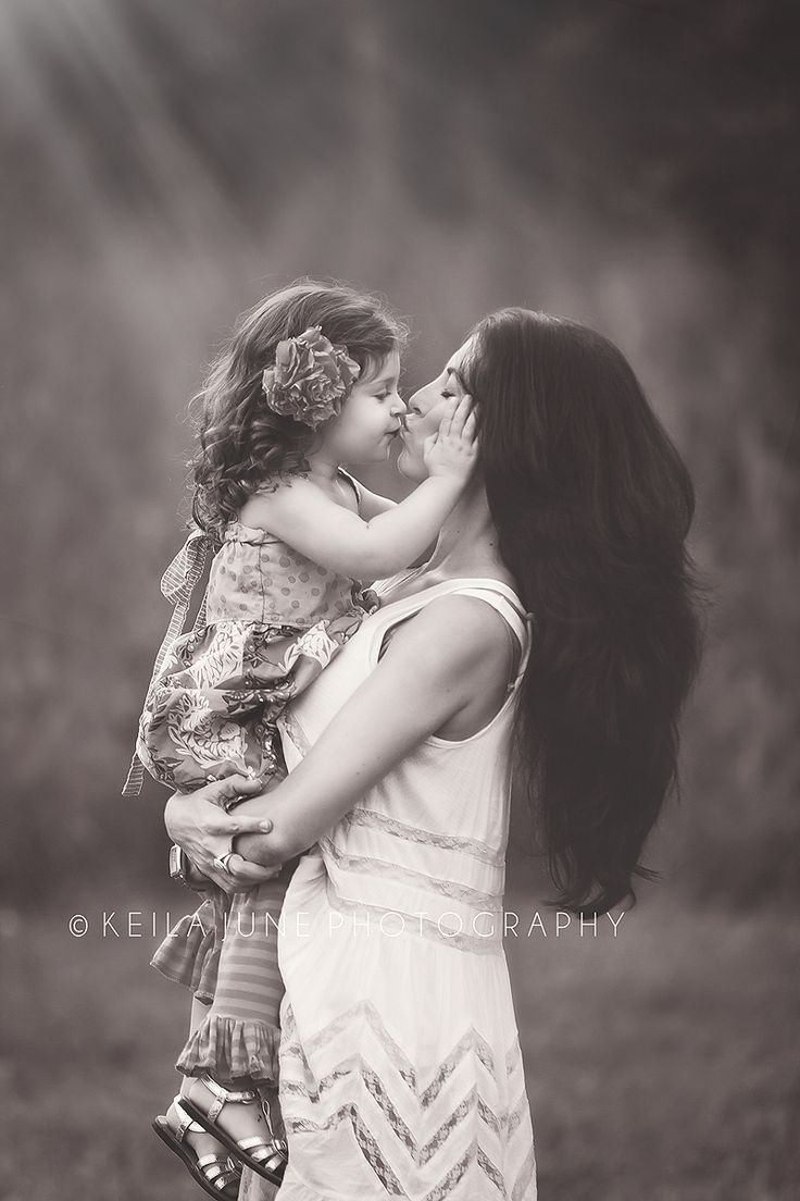 Mommy Love <3 I want to do a pic just like this with Sophia