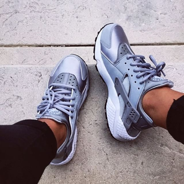 nike air huarache sneakers