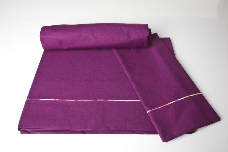 Completo lenzuola in rasatello di cotone per letto singolo composto da lenzuolo sopra, lenzuolo sotto con angoli e federa con cerniera.