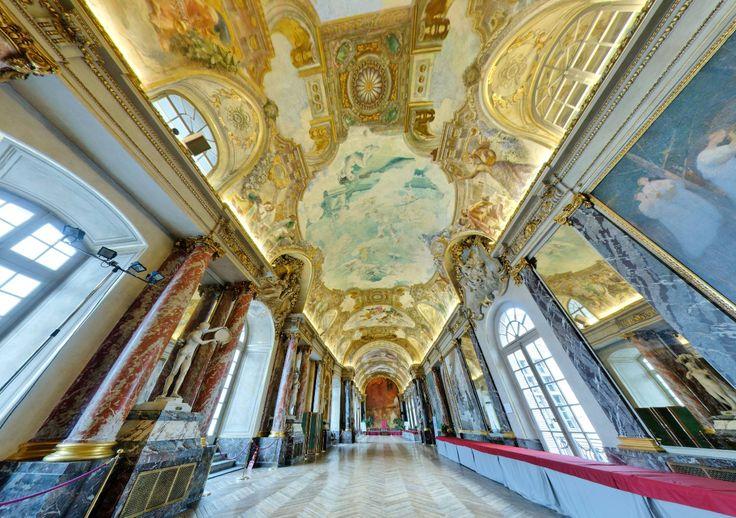 Le riche décor de la salle des Illustres du Capitole de Toulouse (France) by Pascal Moulin https://www.360cities.net/image/toulouse-salle-illustres-2#-282.05,-35.87,110.0