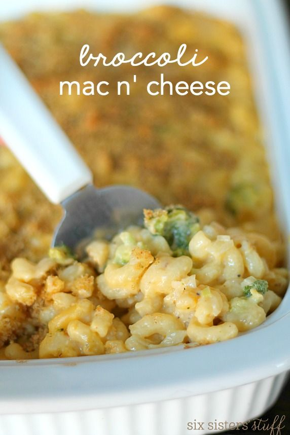 Broccoli Mac n' Cheese from SixSistersStuff.com | Creamy, cheesy macaroni with fresh broccoli topped with crispy bread crumbs. This dinner recipe was a hit with my kids and my husband!