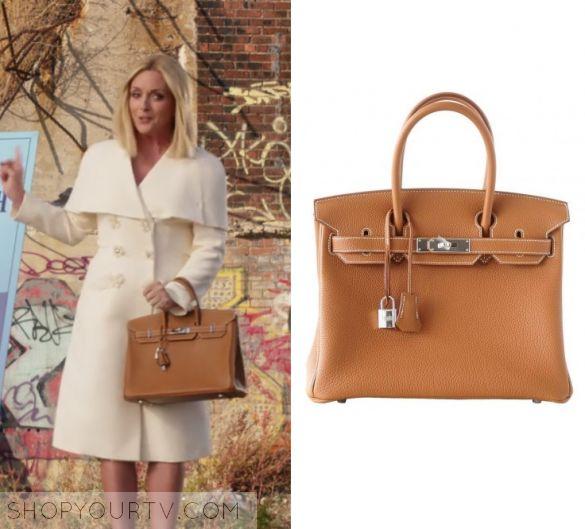 "Unbreakable Kimmy Schmidt: Season 3 Episode 2 Jacqueline's Tan Bag | Shop Your TV Jacqueline Voorhees (Jane Krakowski) wears this brown tan hermes bag in this episode of Unbreakable Kimmy Schmidt, ""Kimmy's Roommate Lemonade!"".  It is the Hermes Togo Birkin 30."