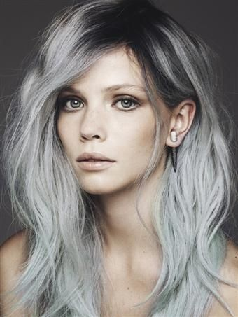 Media melena gris con raíz más oscura. Propuesta Le Salon d'Apodaca.