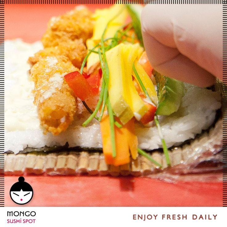 Απολαύστε στο #MongoAsianFood τα αγαπημένα σας sushi και μάθετε τα πάντα γι αυτο.... Το #Sushi κρίνεται από την τελειότητα που έχει ο #σεφ για να το κόψει. Όλα τα σούσι πρέπει να κοπούν σε λεπτές φέτες. Οι σεφ περνούν από ειδική εκπαίδευση και πρέπει να μυηθούν στην τέχνη της κοπής σούσι.  Mongo Asian Food / enjoy / fresh / daily / [order online: www.mongo.gr