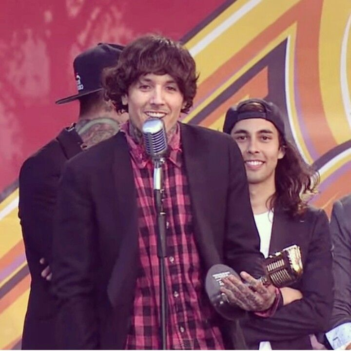 Oliver Sykes and Vic Fuentes // why does Vic look like a ...