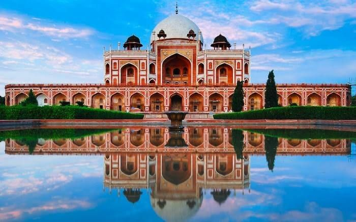 #Humayun's #Tomb is India's first garden tomb commissioned by Akbar.  Visit- http://bit.ly/25LeWGt #travel #ttot #indecubotravelsau