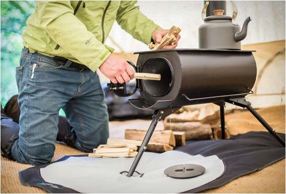O Fogão Portátil Além das Fronteiras pretende ser a próxima geração de fogões a lenha feitos de ferro fundido. É leve, portátil, com pés montáveis e que tem um sistema de combustão que pode ser usado para aquecer e