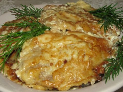 Куриные отбивные в кляре с луком и сметаной - очень нежное и пикантное филе. Ингредиенты и подробное описание приготовления блюда.