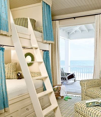 Awesome beach house room for kids [i would stay here too]