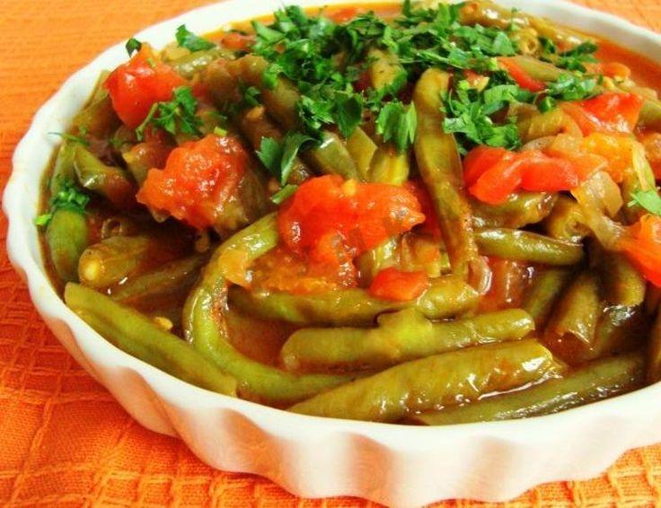 Зеленая фасоль с овощами по-португальски